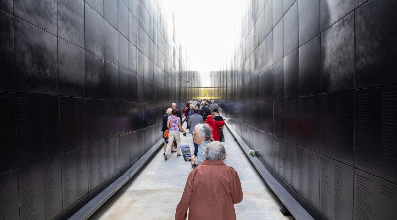 Galerii: Tallinnas avati kommunismiohvrite memoriaal