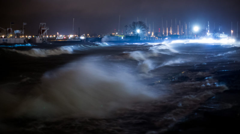 Eestis möllav torm tõstis järsult merevee taset ja jättis tuhanded elektrita
