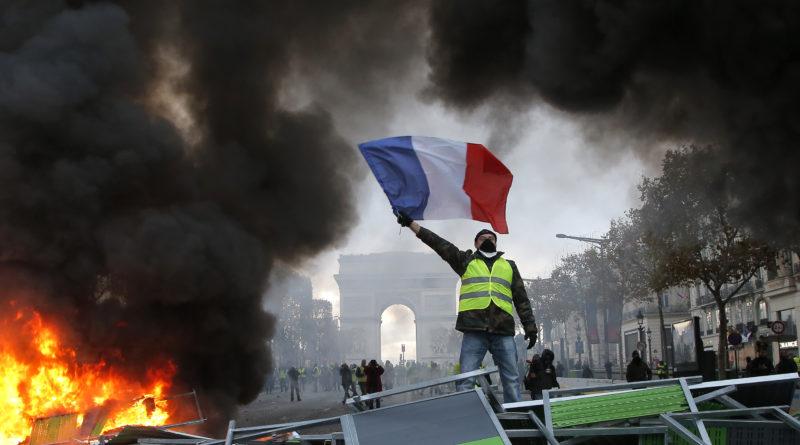 Prantsuse politsei lasi käiku pisargaasi ja veekahurid