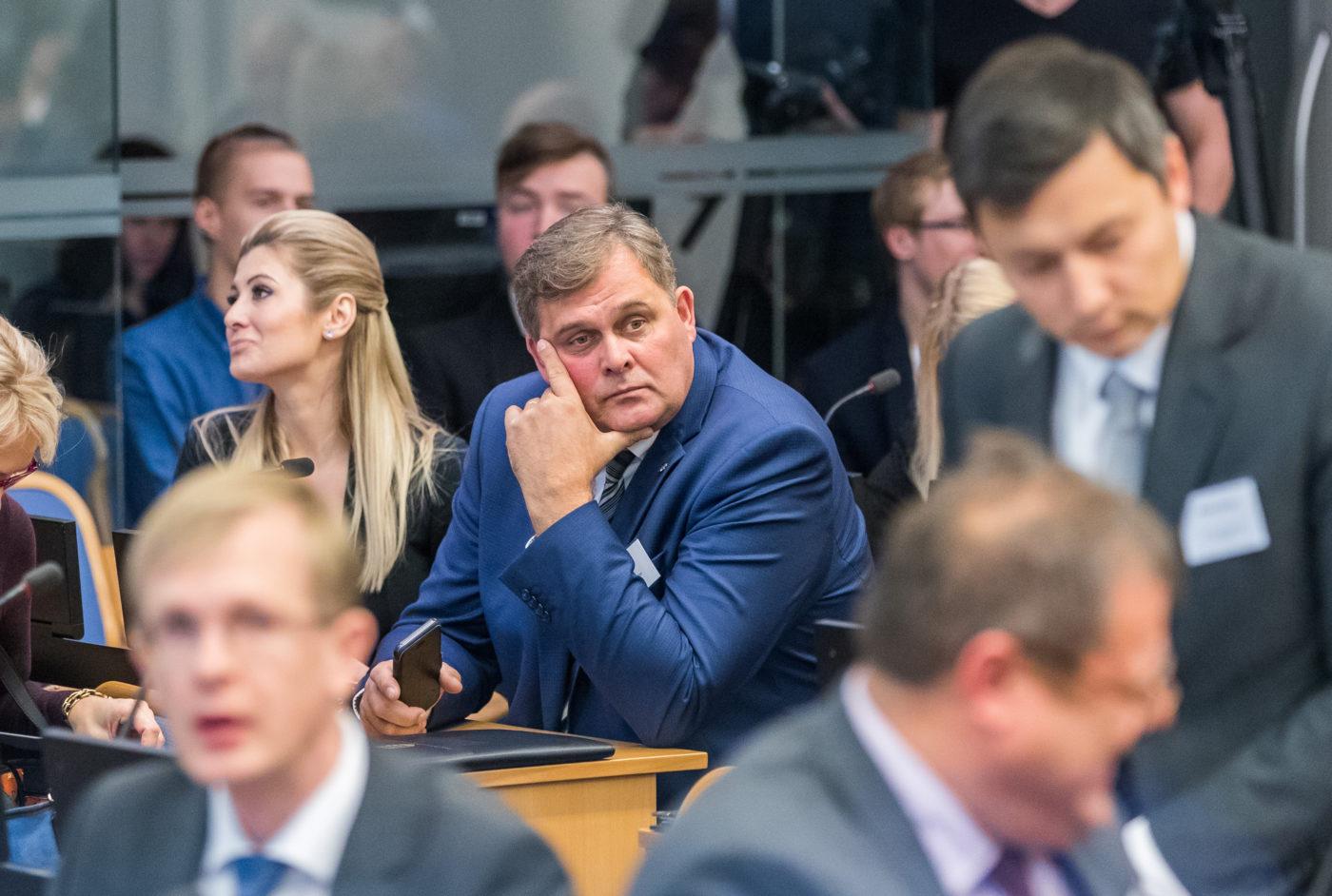 Aeg: Kui Helmest saab siseminister siis veendub ta õige pea, et Eesti riigis ei ole mingit süvariiki