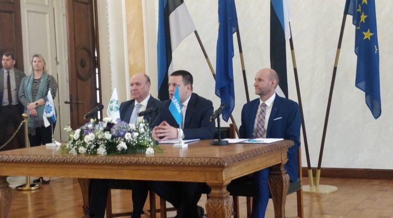 Rasked läbirääkimised seljatatud, kolmikliit allkirjastas koalitsioonileppe