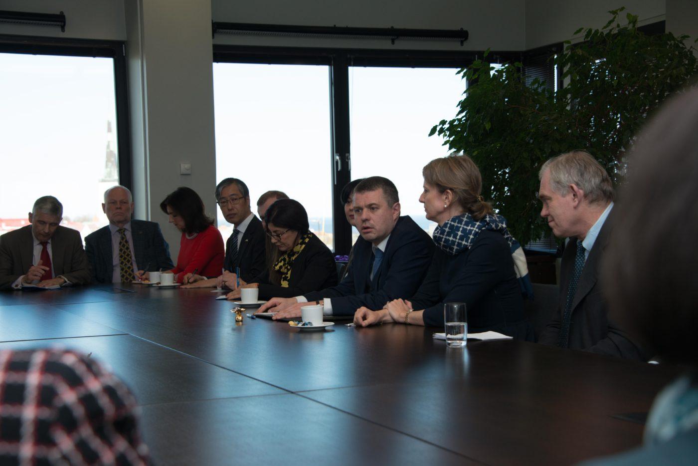 Välisminister Urmas Reinsalu tutvus Eestis resideeruvate suursaadikutega