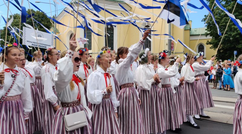 Tõeline Eesti pidu! Leia end rongkäigu piltidelt!