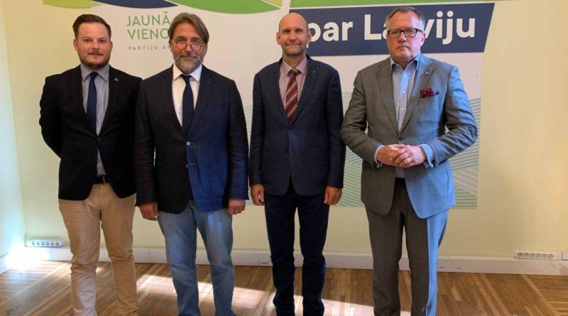 Isamaa esimees Helir-Valdor Seeder kohtus Riias Läti kolleegidega