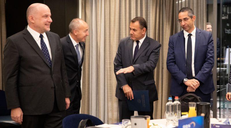 Jüri Luik võttis Ursula von der Leyenilt üle Euroopa Rahvapartei kaitseministrite eesistumise