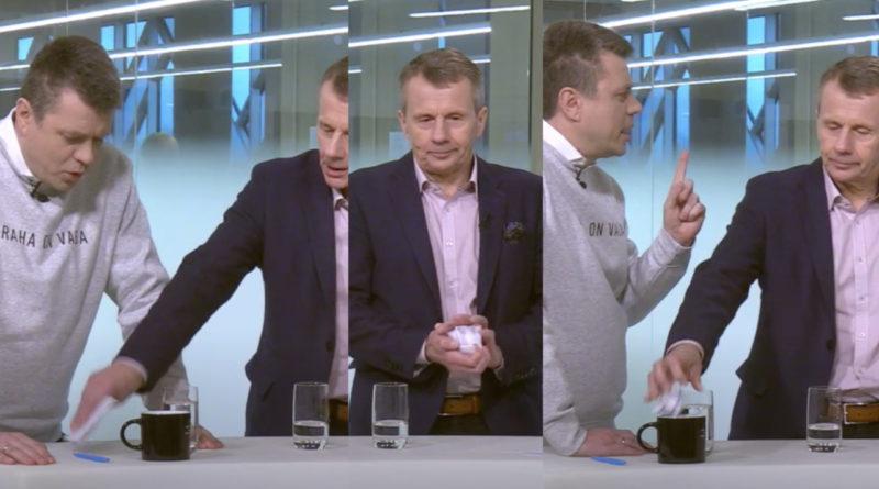 Kas nii on viisakas? Jürgen Ligi haaras debatis Urmas Reinsalu märkmed, kortsutas need kokku ja toppis kohvitassi