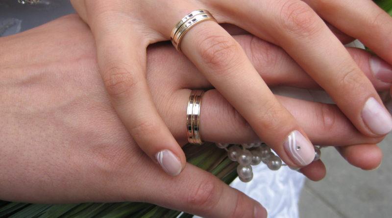 Abielu määratlemist põhiseaduses mehe ja naise liiduna toetab 59% inimestest