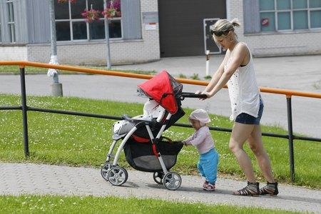 Juulist muutuvad lapsehoolduspuhkuse tingimused peredele senisest soodsamaks