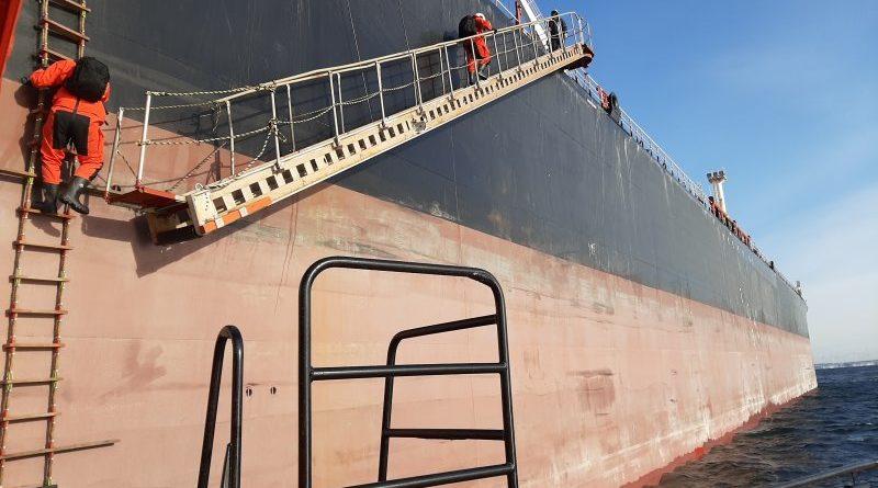 Tallinna linnavolikogu fraktsioonid kutsuvad üles mitte lubama ohtlike ainete laadimist laevalt laevale