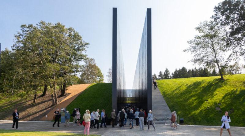 Kes vassib ning mis toimub Kommunismiohvrite memoriaali ümber?