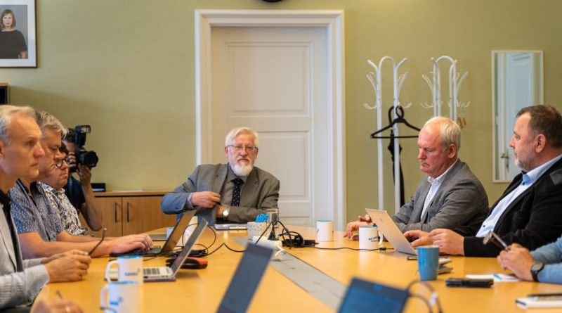 Isamaa esindajad kohtusid võimaliku presidendikandidaadi Tarmo Soomerega